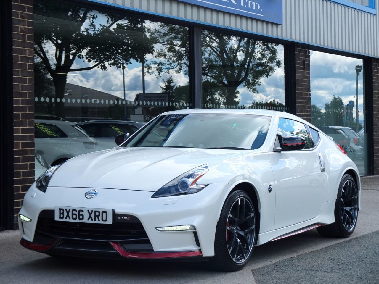 Nissan 370Z 3.7 V6 Nismo 344ps Coupe Petrol Storm White MetallicNissan 370Z 3.7 V6 Nismo 344ps Coupe Petrol Storm White Metallic at fa Roper Ltd Bradford