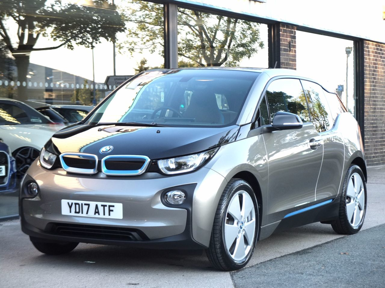 BMW I3 0.6 94Ah Range Extender Auto Hatchback Electric Platinum Silver MetallicBMW I3 0.6 94Ah Range Extender Auto Hatchback Electric Platinum Silver Metallic at fa Roper Ltd Bradford