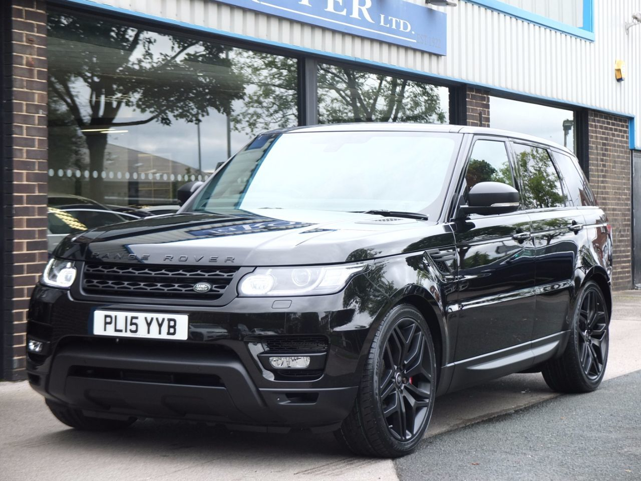 Land Rover Range Rover Sport 3.0 SDV6 HSE Dynamic (Pan Roof, Stealth Pack, 22In Alloy Wheels) Estate Diesel Santorini BlackLand Rover Range Rover Sport 3.0 SDV6 HSE Dynamic (Pan Roof, Stealth Pack, 22In Alloy Wheels) Estate Diesel Santorini Black at fa Roper Ltd Bradford