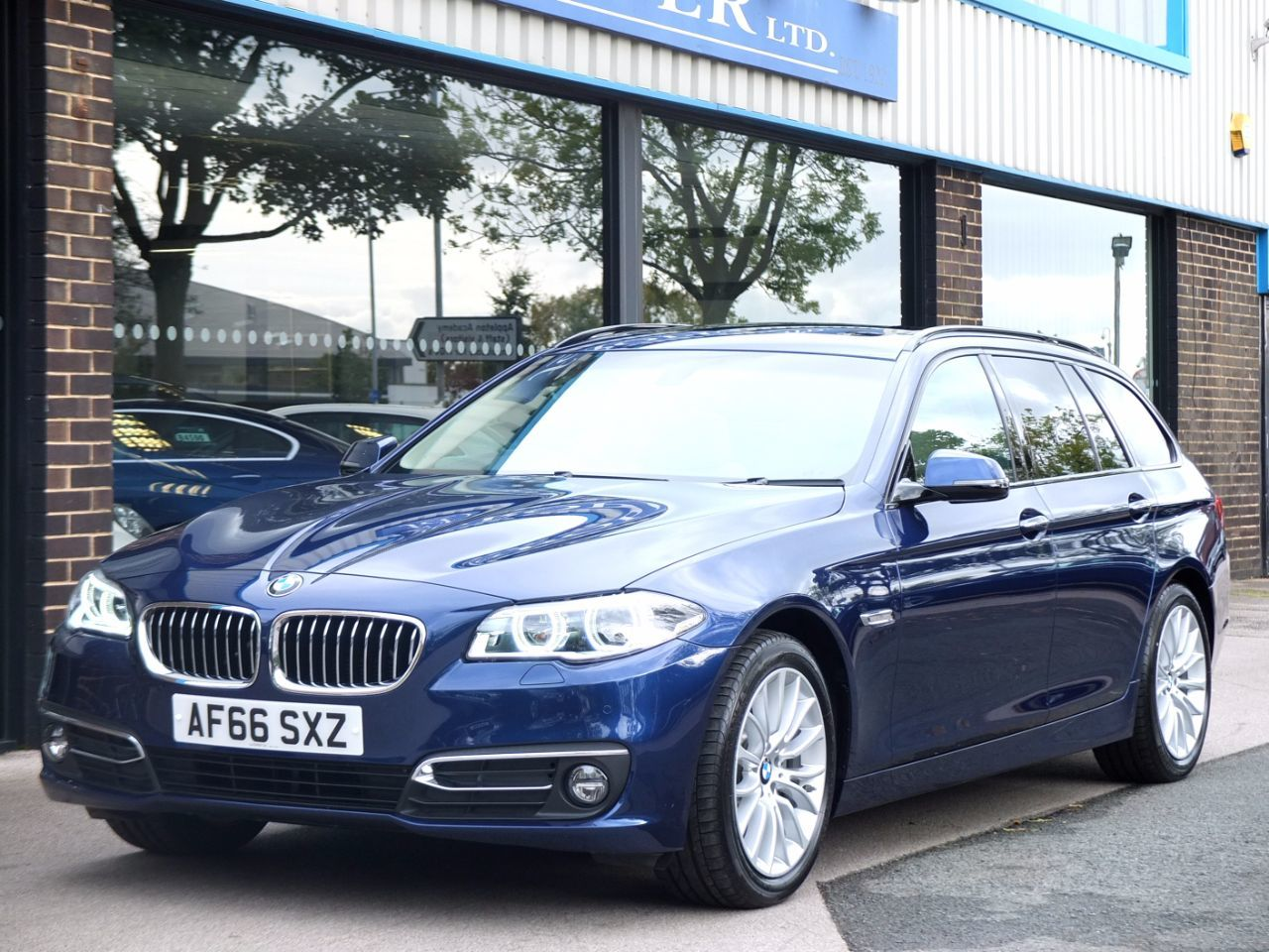 BMW 5 Series 2.0 520d Touring 190 ps Luxury Auto Estate Diesel Mediterranean Blue MetallicBMW 5 Series 2.0 520d Touring 190 ps Luxury Auto Estate Diesel Mediterranean Blue Metallic at fa Roper Ltd Bradford