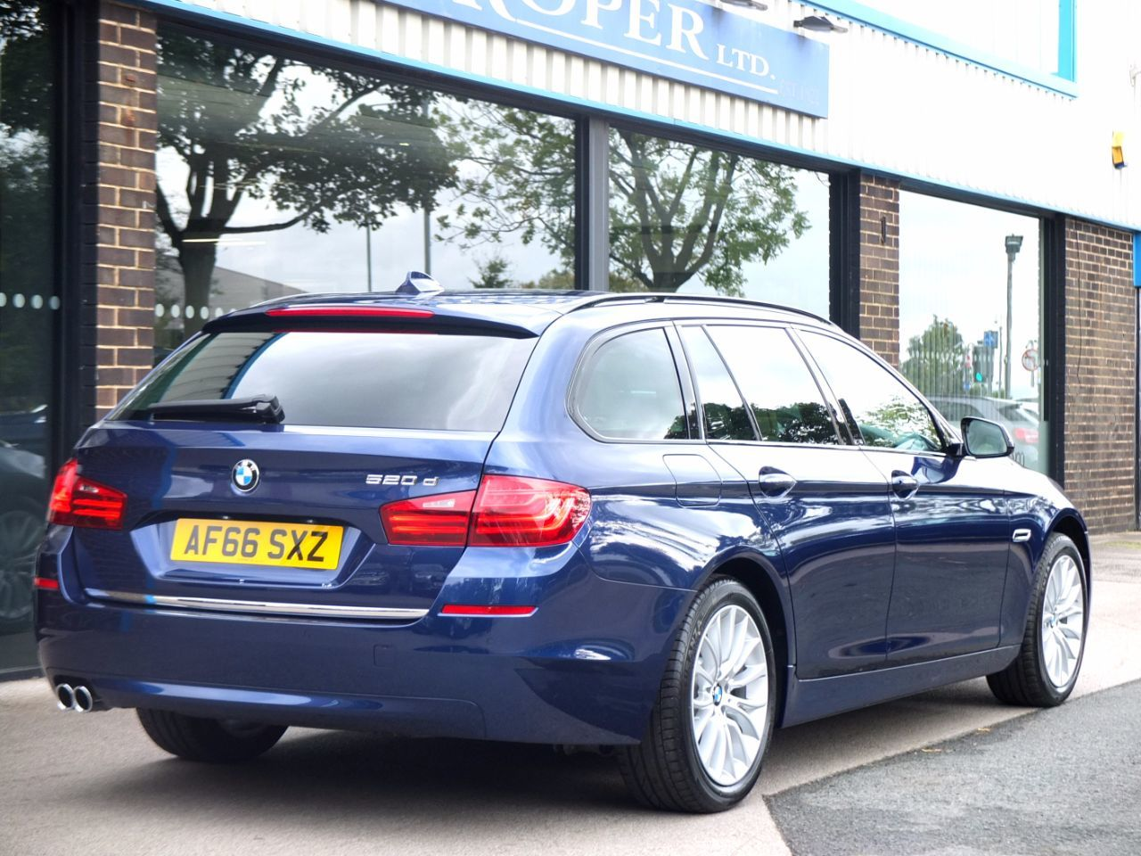 BMW 5 Series 2.0 520d Touring 190 ps Luxury Auto Estate Diesel Mediterranean Blue Metallic