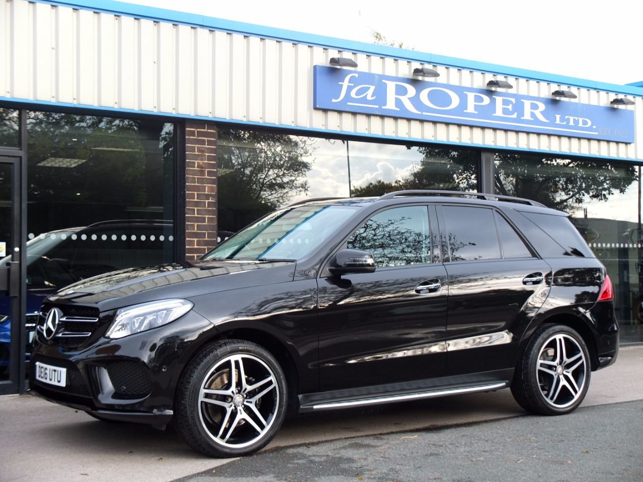 second hand mercedes benz gle gle 350d 4matic amg line premium plus 9g tronic for sale in. Black Bedroom Furniture Sets. Home Design Ideas