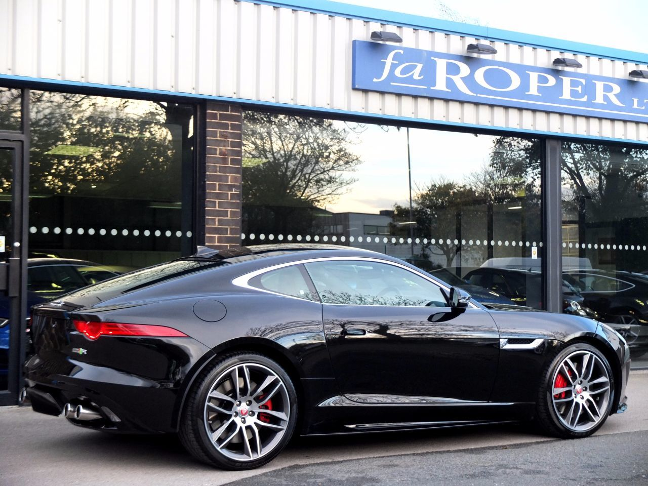 Jaguar F-type 5.0 Supercharged V8 R Auto AWD 550ps Coupe Petrol Ultimate Black Metallic