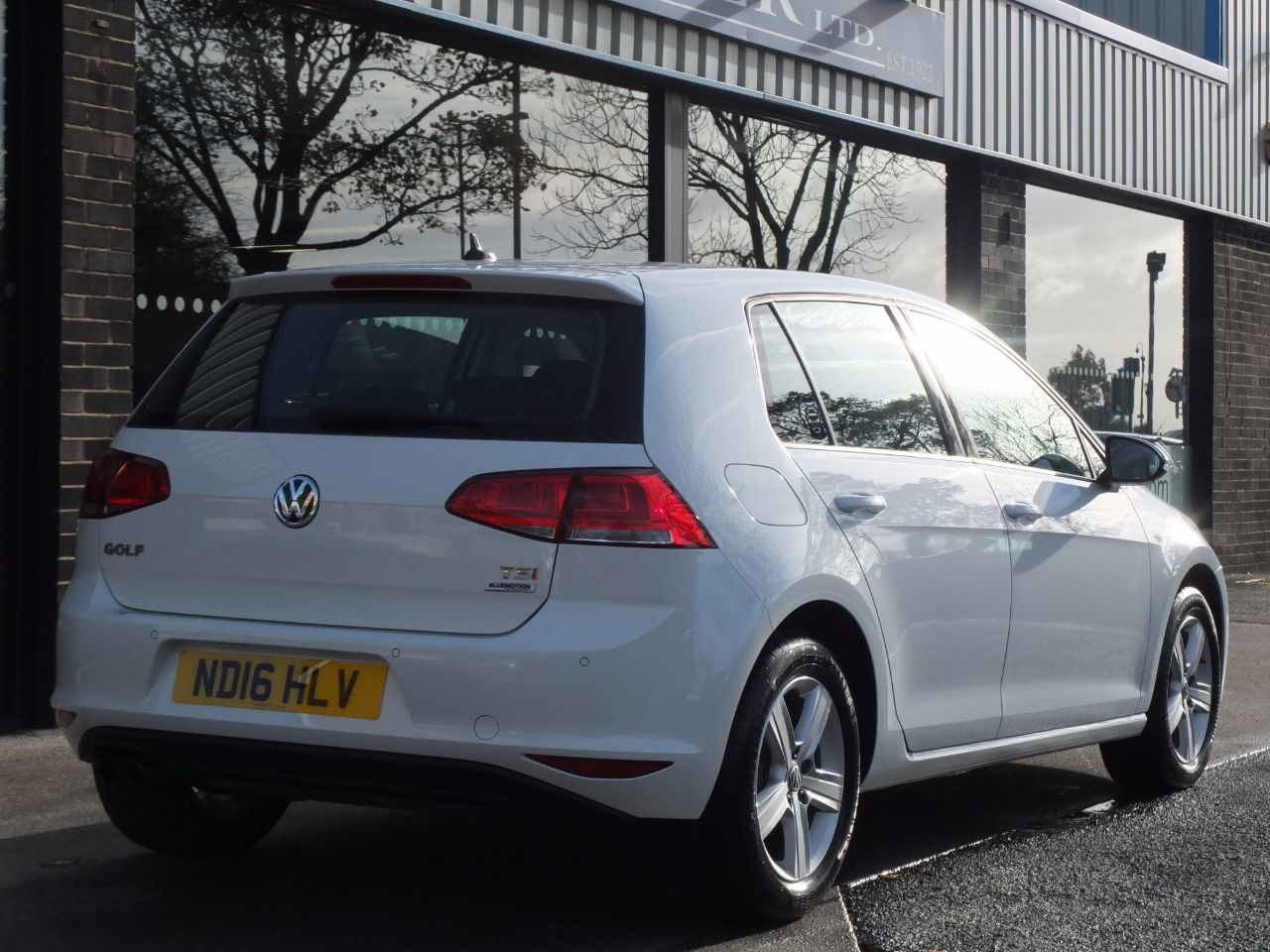 Volkswagen Golf 1.4 TSI 125ps BlueMotion Tech Match Edition 5 door Hatchback Petrol Pure White