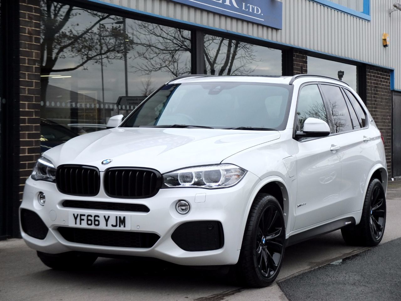 BMW X5 2.0 xDrive40e M Sport (Electric Plug in Hybrid) Auto Estate Hybrid Mineral White MetallicBMW X5 2.0 xDrive40e M Sport (Electric Plug in Hybrid) Auto Estate Hybrid Mineral White Metallic at fa Roper Ltd Bradford
