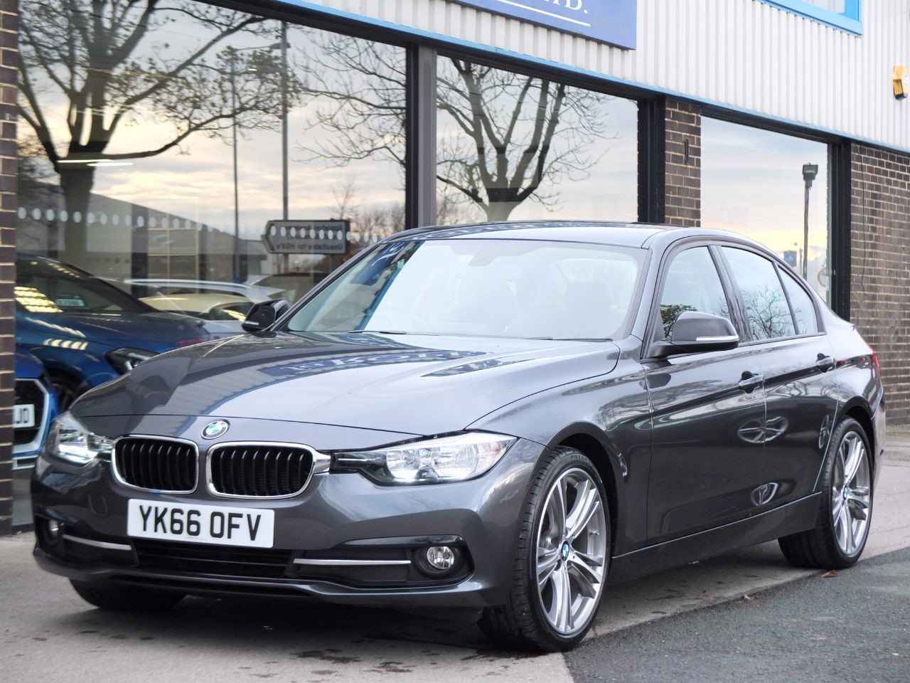 BMW 3 Series 2.0 320d Efficient Dynamics Sport Auto Saloon Diesel Mineral Grey MetallicBMW 3 Series 2.0 320d Efficient Dynamics Sport Auto Saloon Diesel Mineral Grey Metallic at fa Roper Ltd Bradford