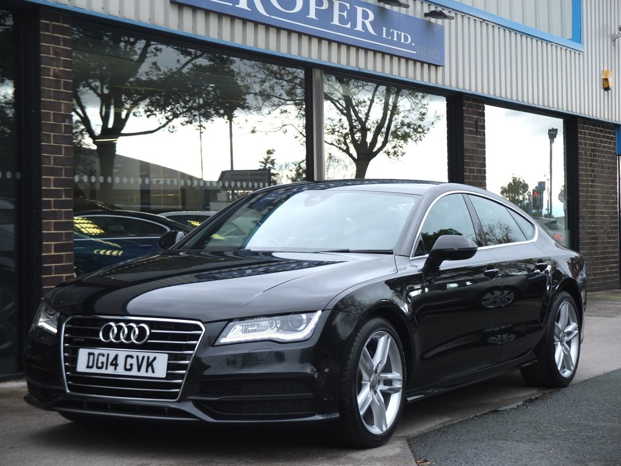 Audi A7 3.0 TDI quattro 204ps S Line S tronic Hatchback Diesel Phantom Black MetallicAudi A7 3.0 TDI quattro 204ps S Line S tronic Hatchback Diesel Phantom Black Metallic at fa Roper Ltd Bradford