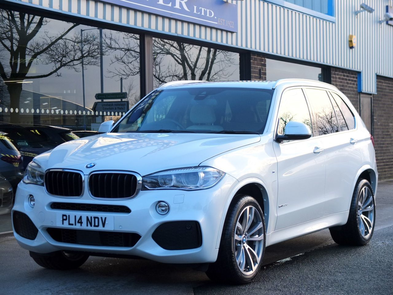 BMW X5 3.0 xDrive40d M Sport Auto Estate Diesel Mineral White MetallicBMW X5 3.0 xDrive40d M Sport Auto Estate Diesel Mineral White Metallic at fa Roper Ltd Bradford