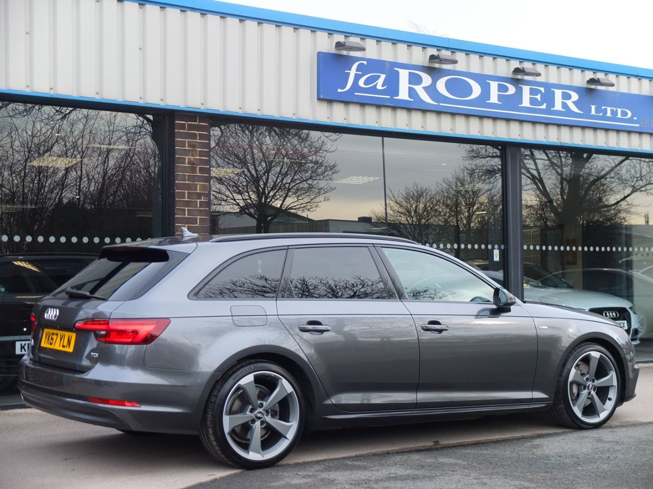 Audi A4 Avant 2.0 TDI S Line Black Edition S tronic 190ps Estate Diesel Daytona Grey Metallic