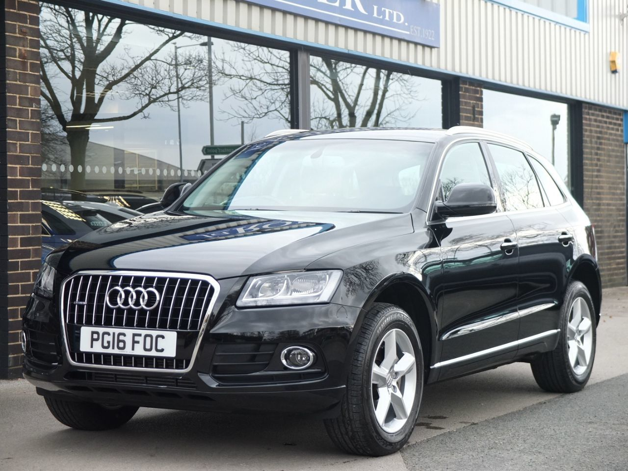 Audi Q5 2.0T FSI quattro SE 230ps Estate Petrol Brilliant BlackAudi Q5 2.0T FSI quattro SE 230ps Estate Petrol Brilliant Black at fa Roper Ltd Bradford