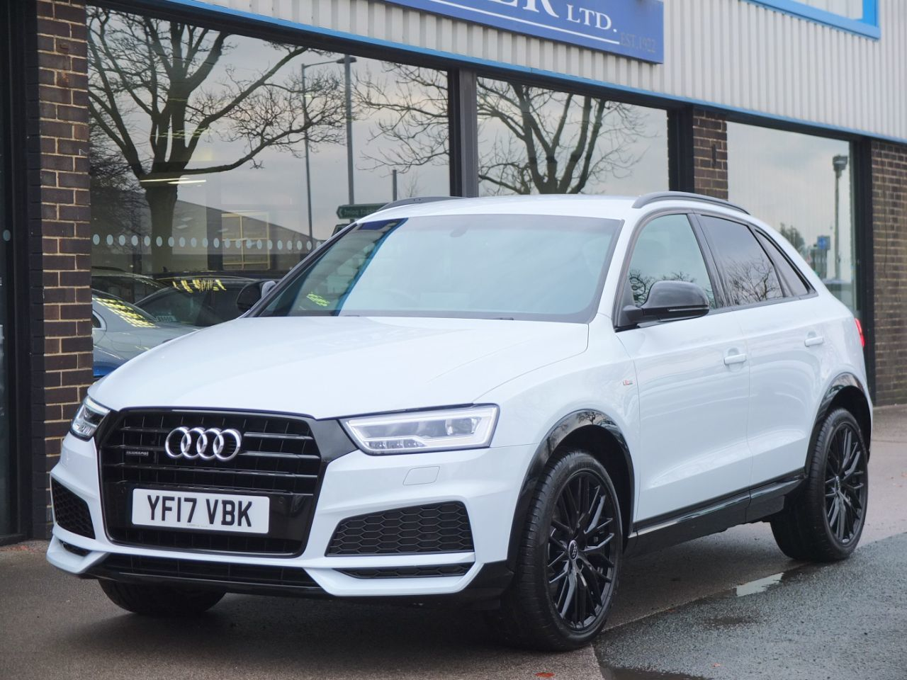 Audi Q3 2.0 TDI quattro S Line Black Edition S tronic 150ps Estate Diesel Glacier White MetallicAudi Q3 2.0 TDI quattro S Line Black Edition S tronic 150ps Estate Diesel Glacier White Metallic at fa Roper Ltd Bradford