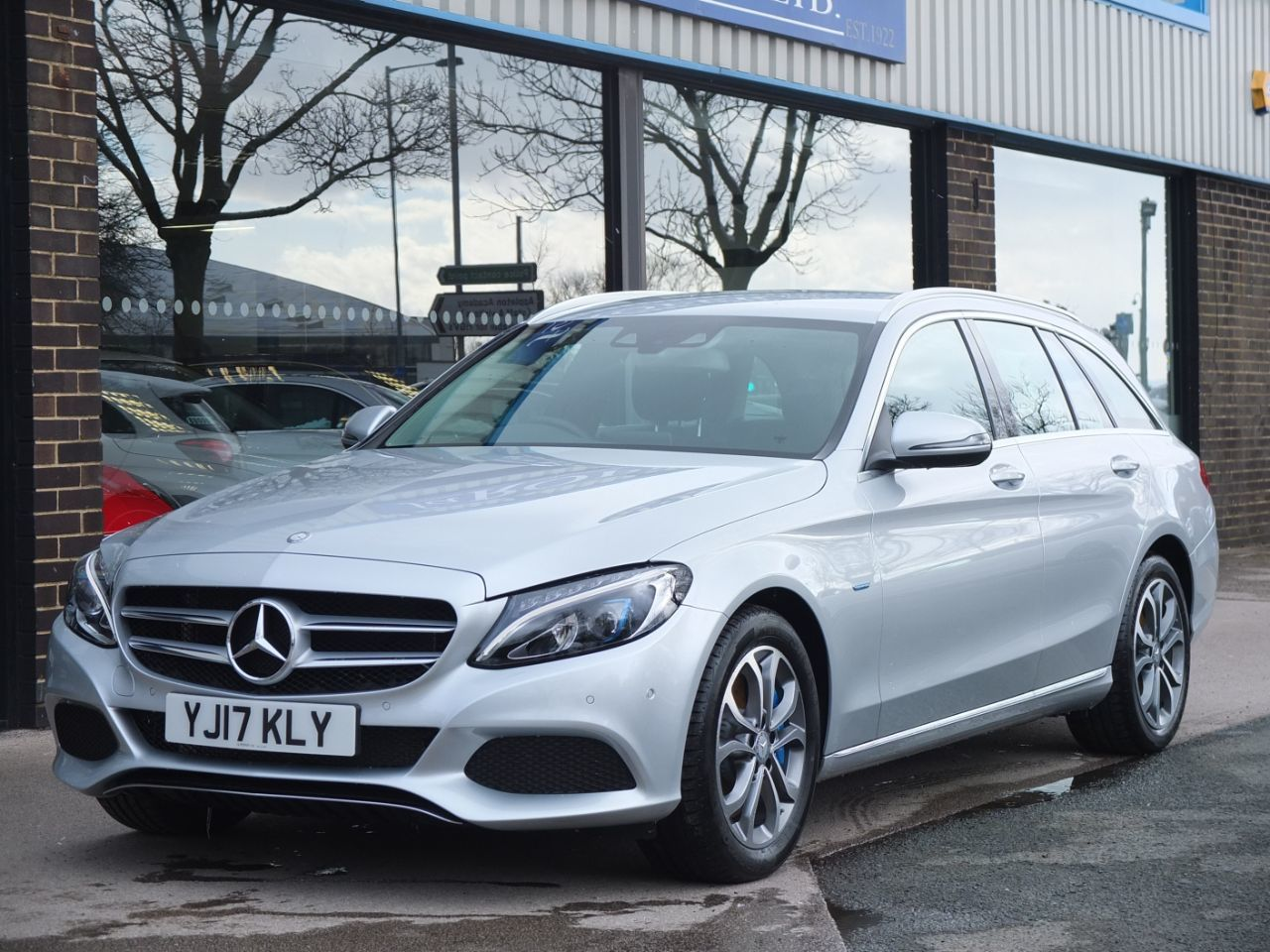Mercedes-Benz C Class 2.0 Estate C350e Sport PHEV Auto Estate Petrol / Electric Hybrid Iridium Silver MetallicMercedes-Benz C Class 2.0 Estate C350e Sport PHEV Auto Estate Petrol / Electric Hybrid Iridium Silver Metallic at fa Roper Ltd Bradford