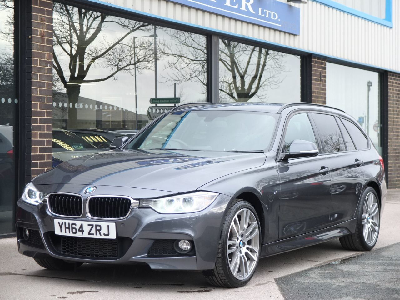 BMW 3 Series 2.0 320d xDrive M Sport Touring Auto Estate Diesel Mineral Grey MetallicBMW 3 Series 2.0 320d xDrive M Sport Touring Auto Estate Diesel Mineral Grey Metallic at fa Roper Ltd Bradford