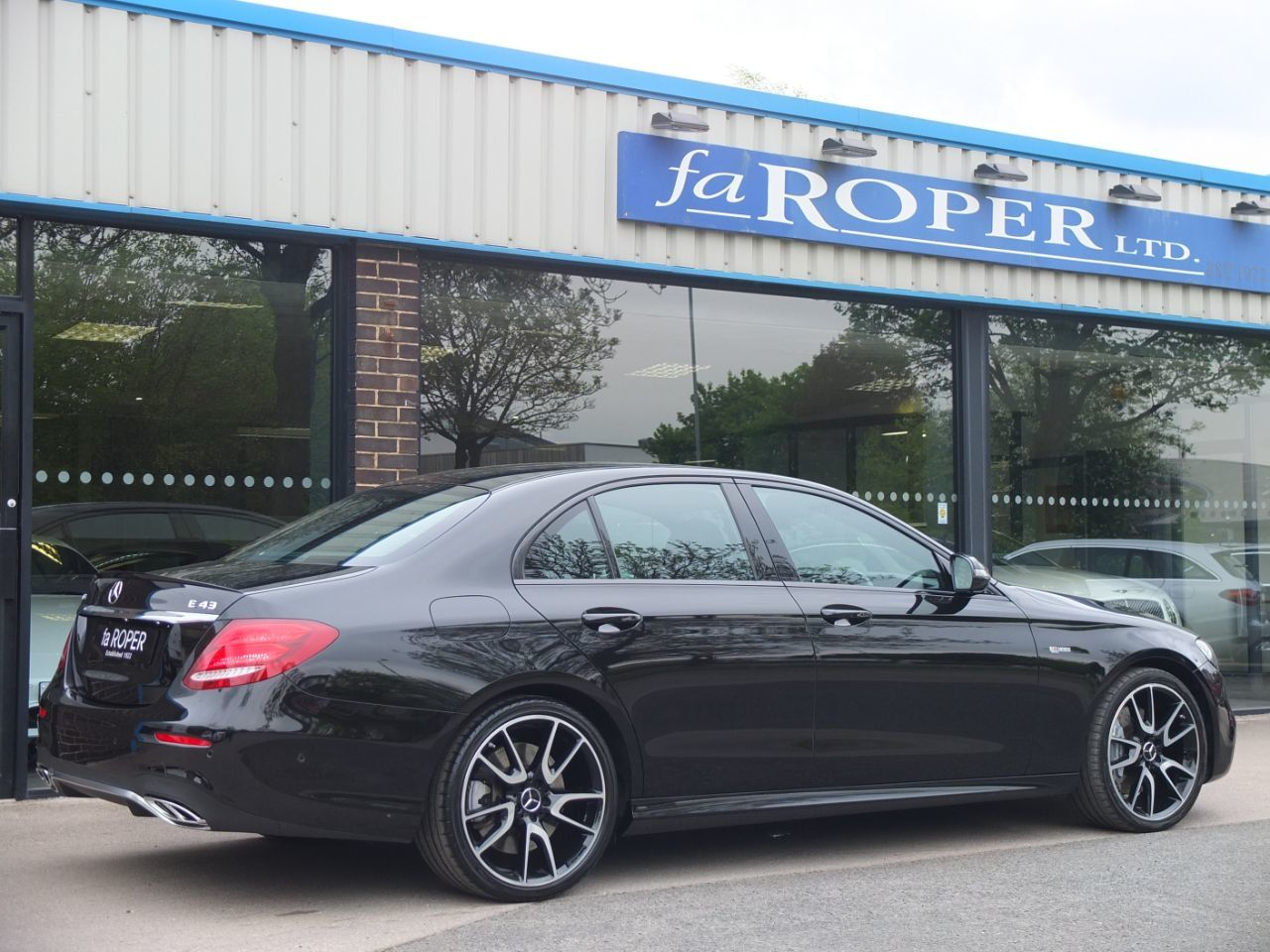 Mercedes-Benz E Class 3.0 E43 AMG 4MATIC 9G-tronic 401 hp Saloon Petrol Obsidian Black Metallic