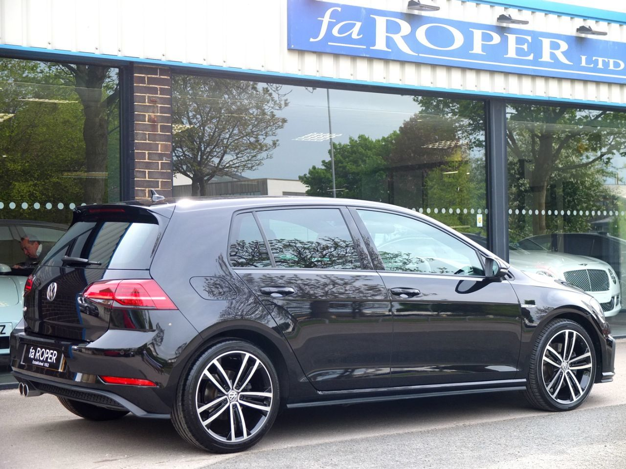 Volkswagen Golf 2.0 TDI GTD 5 door DSG 184ps Hatchback Diesel Deep Black Pearl