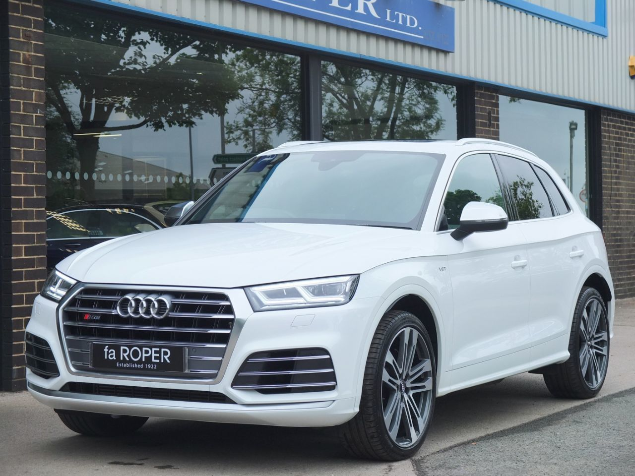 Audi Q5 3.0 SQ5 quattro Auto Estate Petrol Ibis WhiteAudi Q5 3.0 SQ5 quattro Auto Estate Petrol Ibis White at fa Roper Ltd Bradford