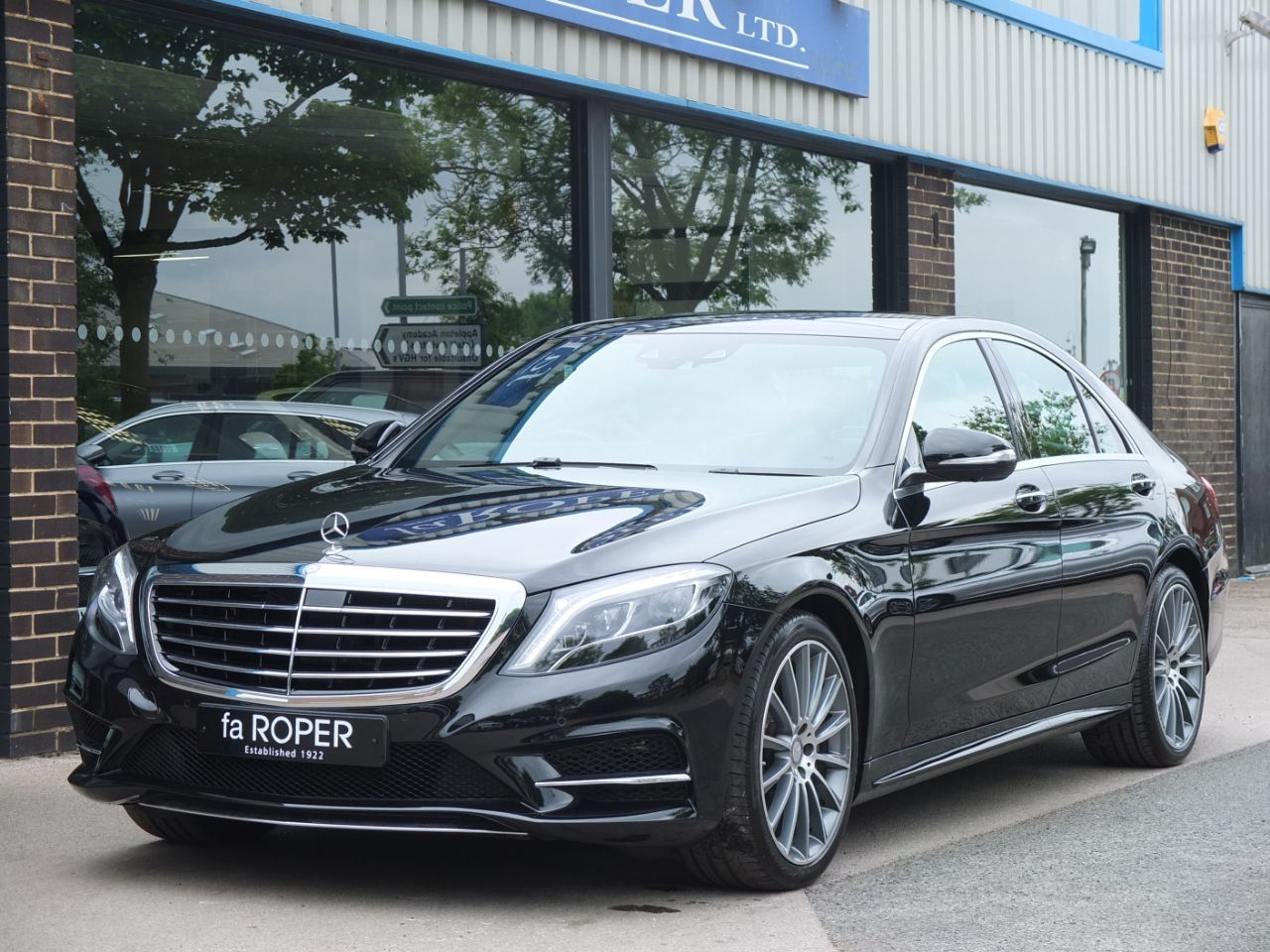 Mercedes-Benz S Class 3.0 S350d AMG Line G-Tronic (SWB) Saloon Diesel Obsidian Black MetallicMercedes-Benz S Class 3.0 S350d AMG Line G-Tronic (SWB) Saloon Diesel Obsidian Black Metallic at fa Roper Ltd Bradford