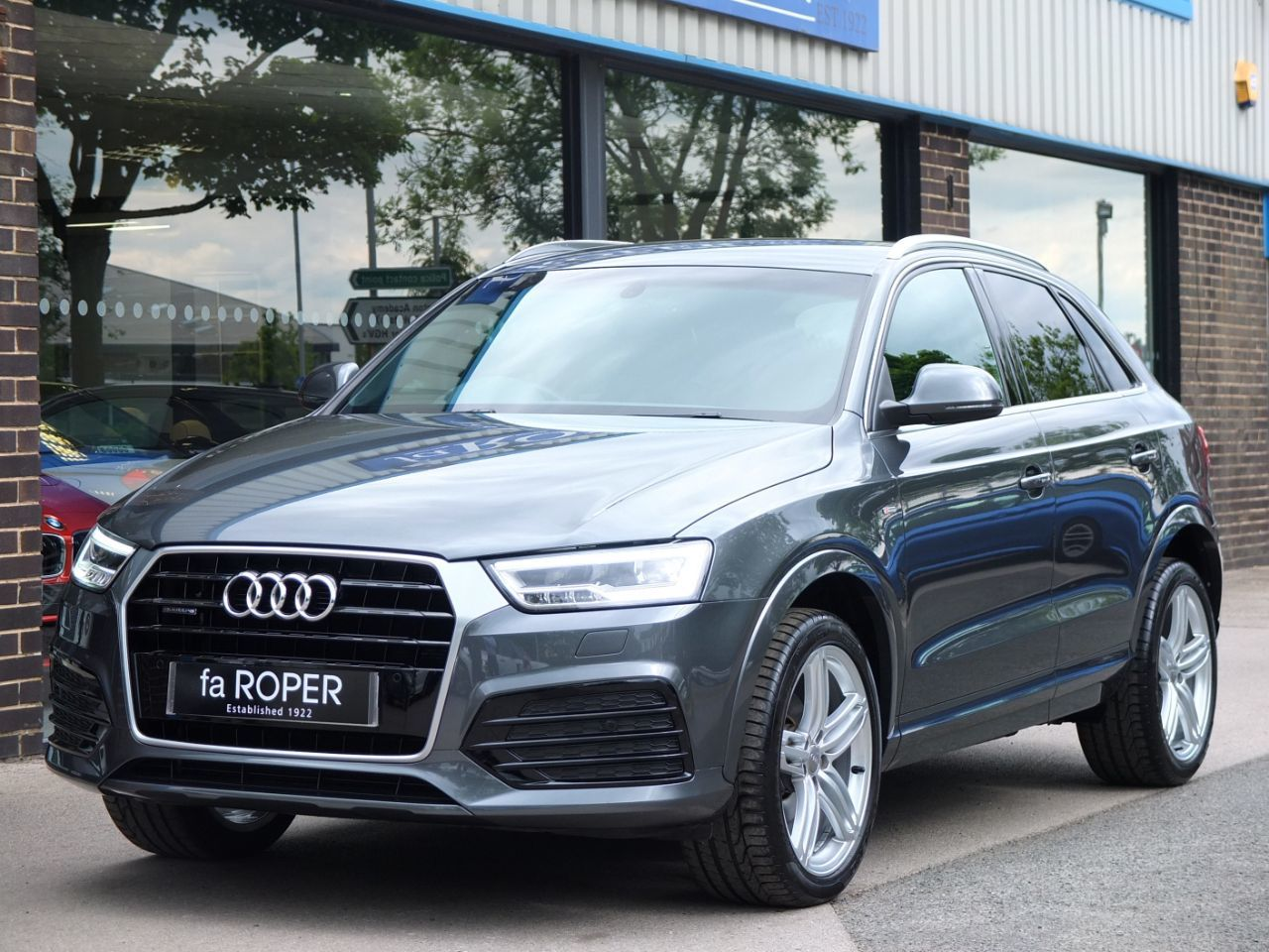 Audi Q3 2.0 TDI quattro S Line Plus S tronic 150ps Estate Diesel Daytona Grey MetallicAudi Q3 2.0 TDI quattro S Line Plus S tronic 150ps Estate Diesel Daytona Grey Metallic at fa Roper Ltd Bradford