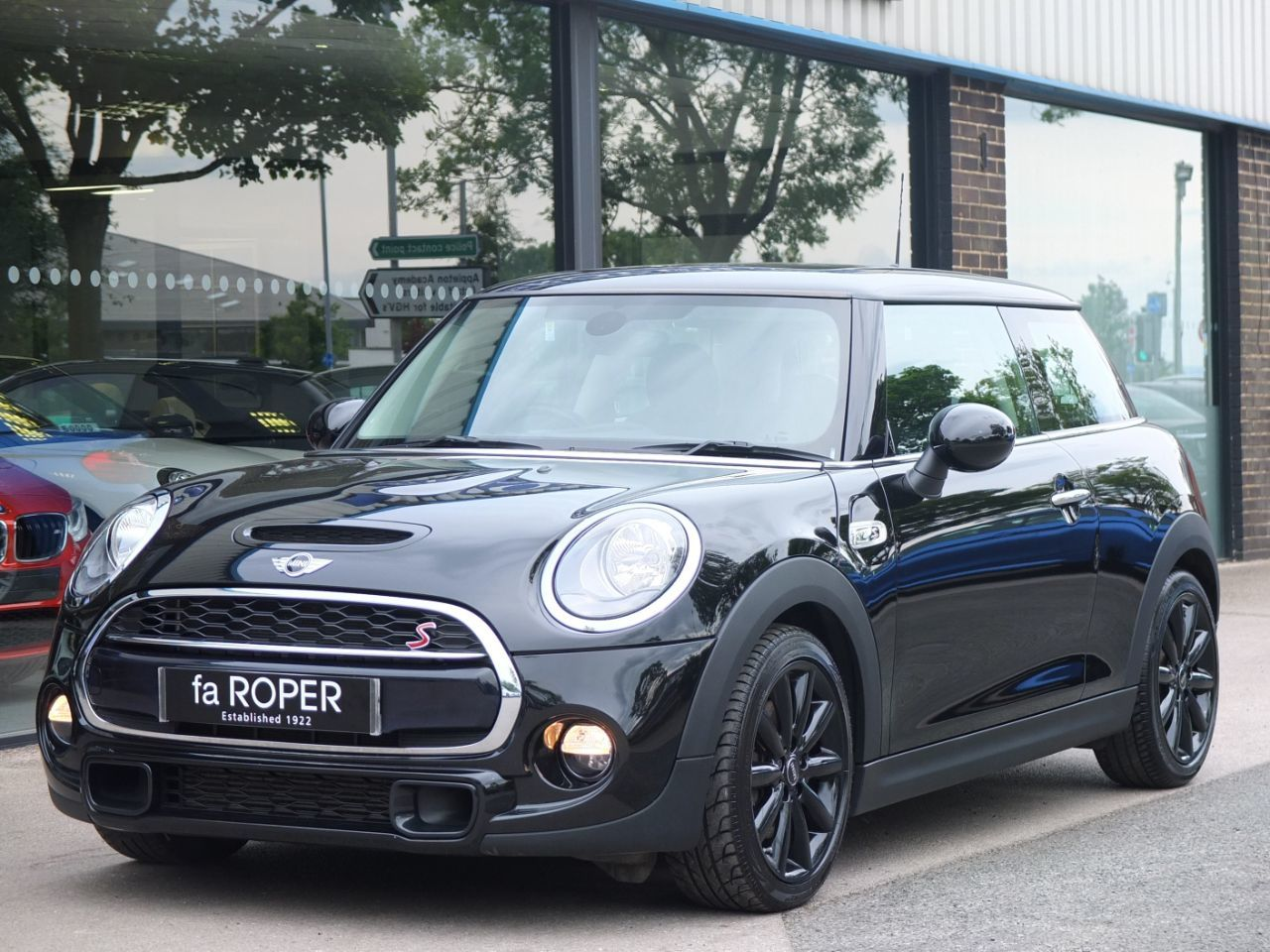 Mini Hatchback 2.0 TD Cooper SD Sport 3 door Auto Hatchback Diesel Midnight Black MetallicMini Hatchback 2.0 TD Cooper SD Sport 3 door Auto Hatchback Diesel Midnight Black Metallic at fa Roper Ltd Bradford