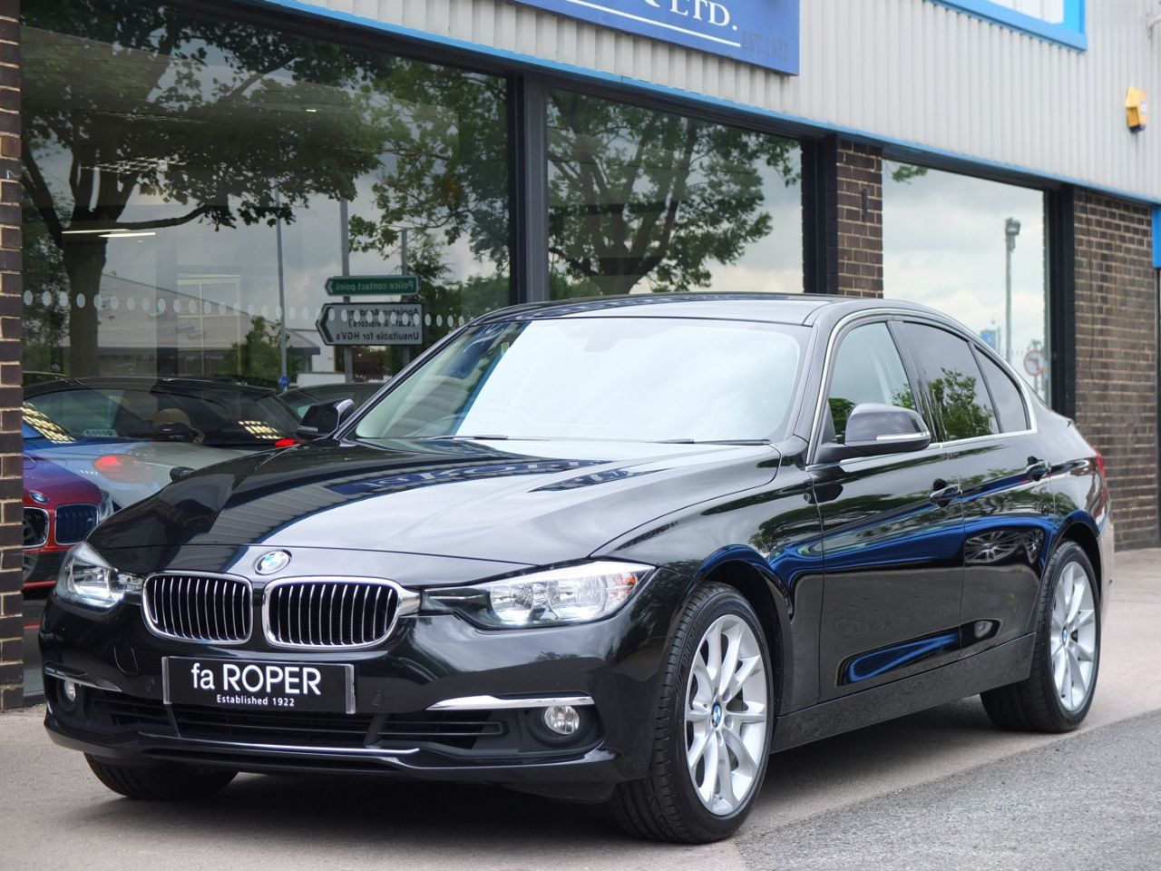 BMW 3 Series 3.0 330d xDrive Luxury Auto Saloon Diesel Black Sapphire MetallicBMW 3 Series 3.0 330d xDrive Luxury Auto Saloon Diesel Black Sapphire Metallic at fa Roper Ltd Bradford