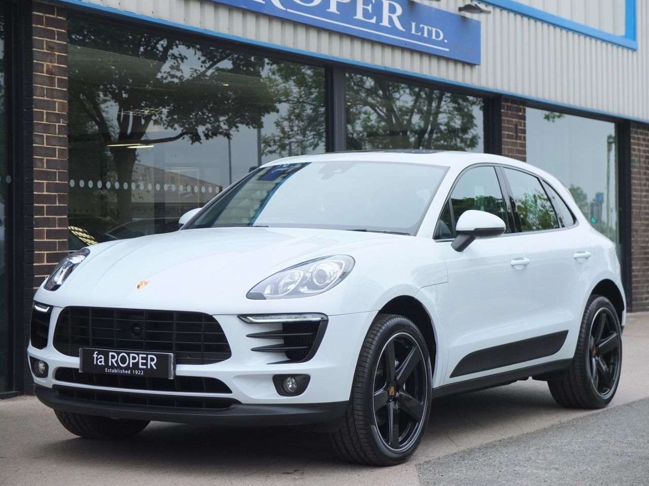 Porsche Macan 3.0 V6 S PDK 340ps Estate Petrol Carrara White MetallicPorsche Macan 3.0 V6 S PDK 340ps Estate Petrol Carrara White Metallic at fa Roper Ltd Bradford