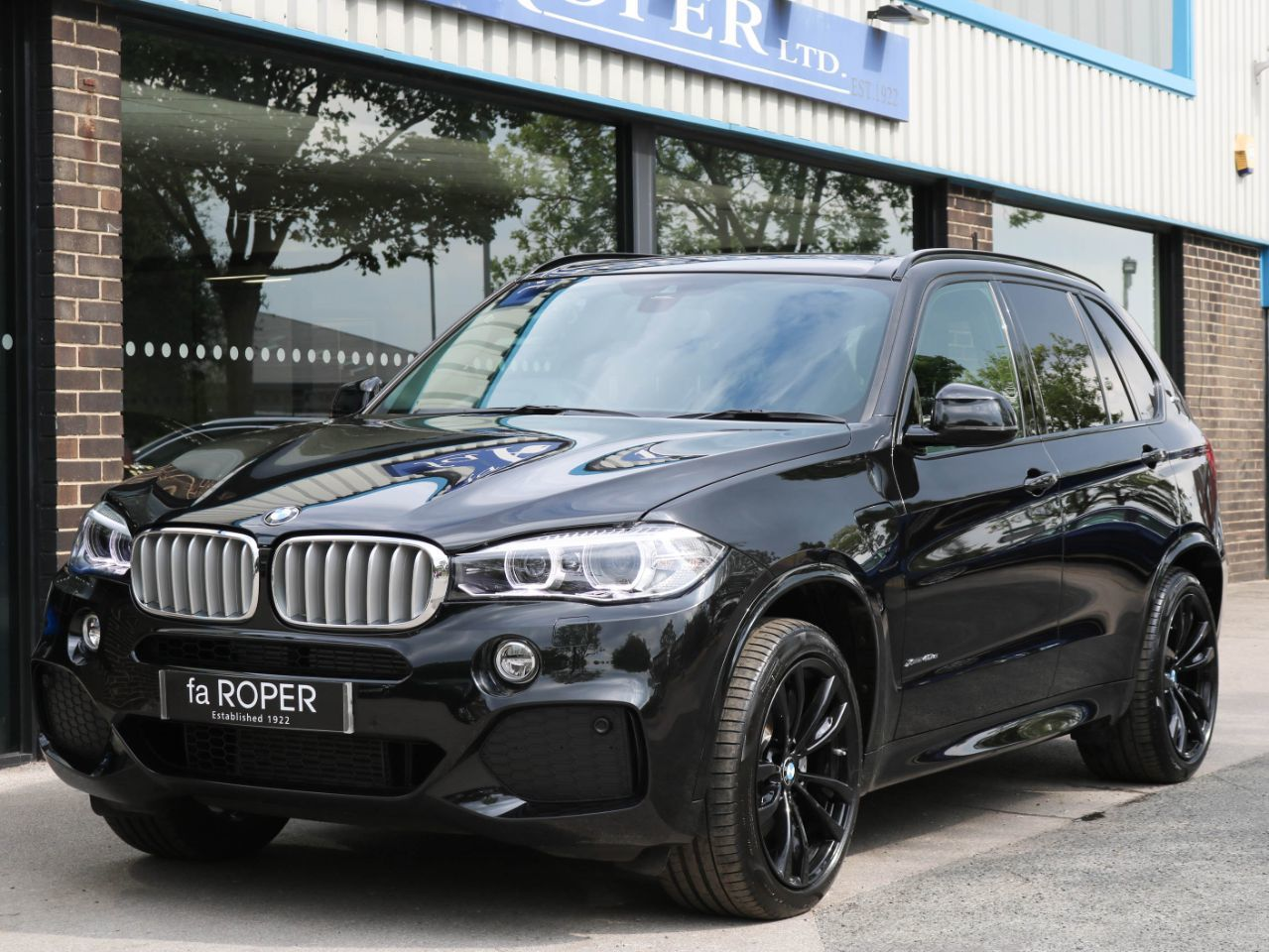 BMW X5 2.0 xDrive40e M Sport Auto PHEV Estate Petrol / Electric Hybrid Sapphire Black MetallicBMW X5 2.0 xDrive40e M Sport Auto PHEV Estate Petrol / Electric Hybrid Sapphire Black Metallic at fa Roper Ltd Bradford