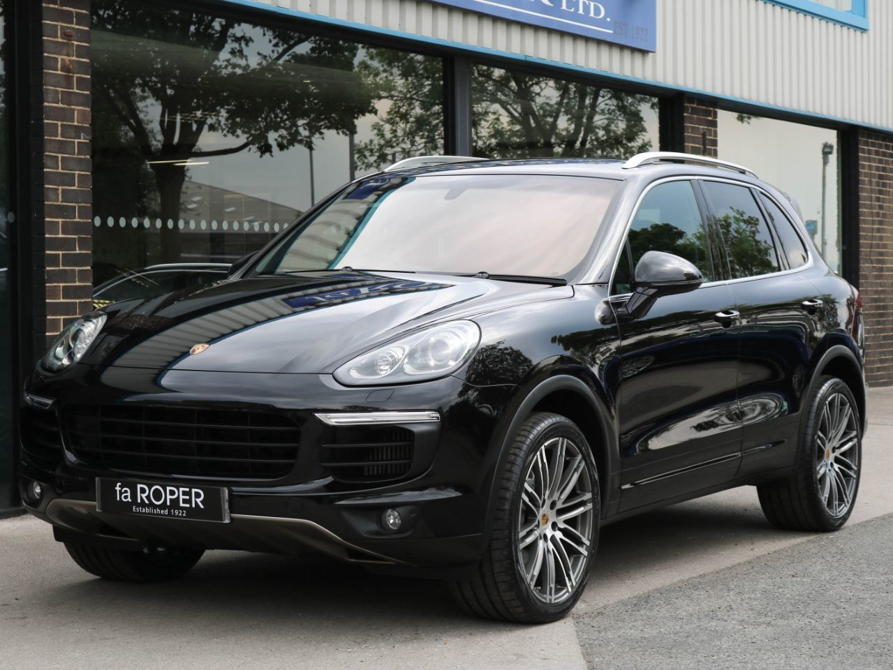 Porsche Cayenne 3.6 V6 S Tiptronic S 420ps Four Wheel Drive Petrol Jet Black MetallicPorsche Cayenne 3.6 V6 S Tiptronic S 420ps Four Wheel Drive Petrol Jet Black Metallic at fa Roper Ltd Bradford