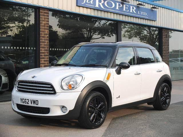 Mini Countryman 2.0 Cooper D ALL4 5dr Auto (Chili Pack) Hatchback Diesel WhiteMini Countryman 2.0 Cooper D ALL4 5dr Auto (Chili Pack) Hatchback Diesel White at fa Roper Ltd Bradford