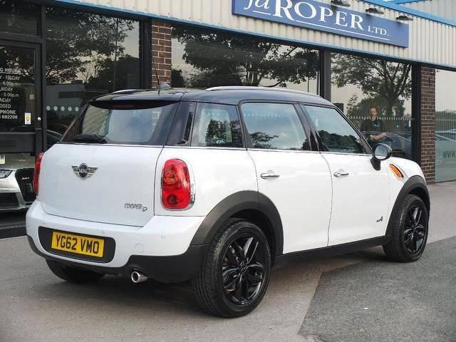 Mini Countryman 2.0 Cooper D ALL4 5dr Auto (Chili Pack) Hatchback Diesel White