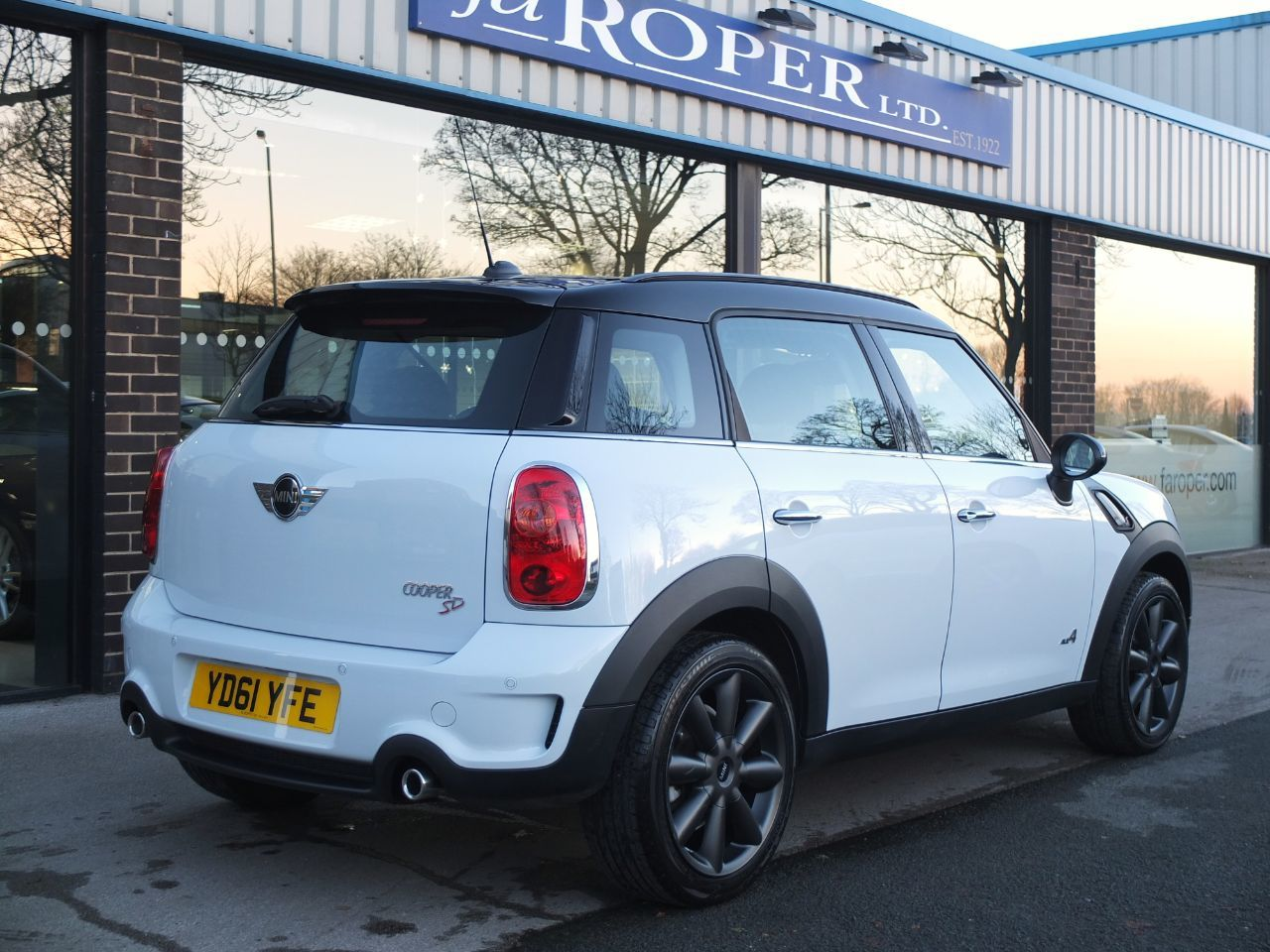 Mini Countryman 2.0 Cooper SD ALL4 Auto Chili Pack Hatchback Diesel Light White
