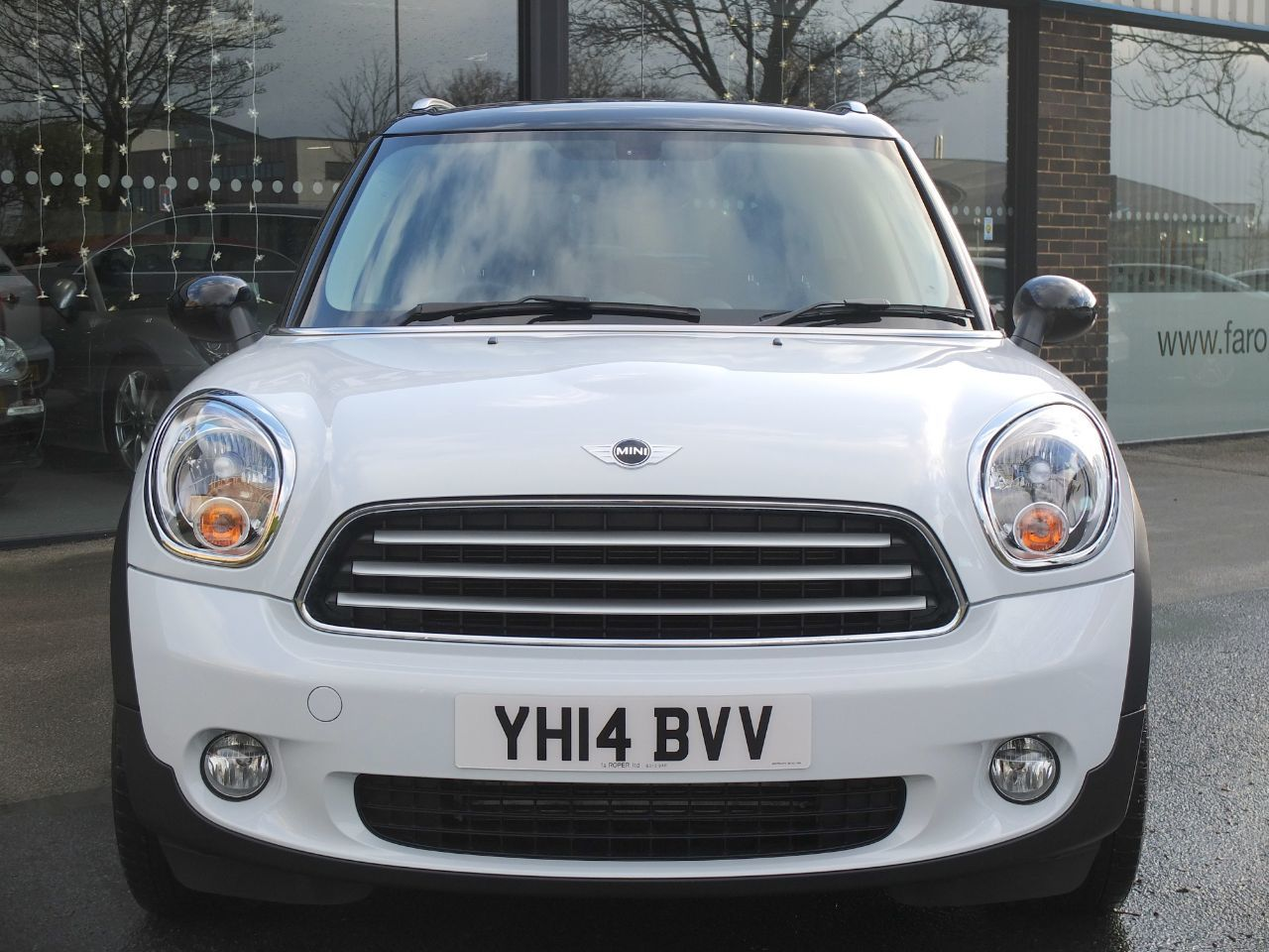Mini Countryman 2.0 Cooper D ALL4 Auto (Chili Pack, Media, Pan Roof) Hatchback Diesel Light White