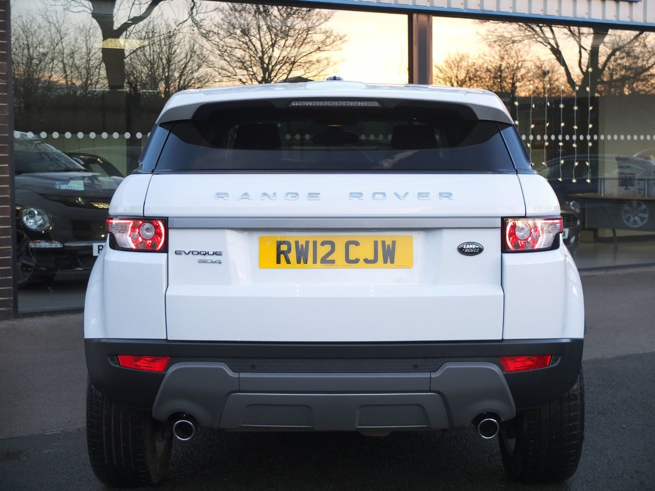 Land Rover Range Rover Evoque 2.2 SD4 Pure 5dr Auto [Tech Pack] Estate Diesel Fuji White