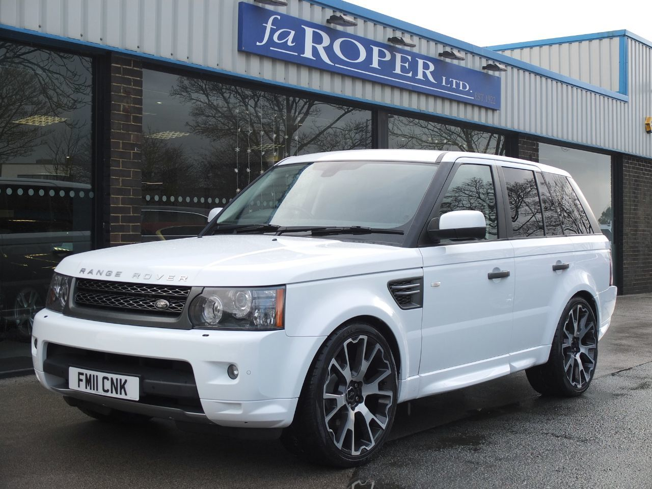 Land Rover Range Rover Sport 3.0 TDV6 SE 5dr CommandShift Estate Diesel Fuji WhiteLand Rover Range Rover Sport 3.0 TDV6 SE 5dr CommandShift Estate Diesel Fuji White at fa Roper Ltd Bradford