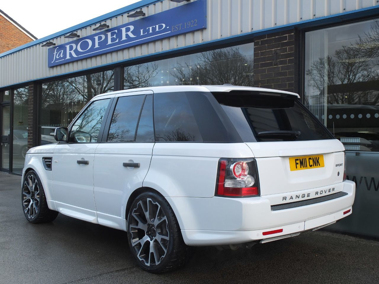 Land Rover Range Rover Sport 3.0 TDV6 SE 5dr CommandShift Estate Diesel Fuji White